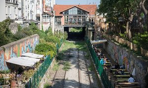 Bars and recycling projects on the Petite Ceinture line.