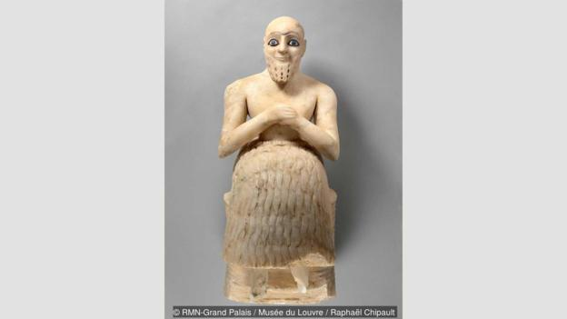 Ebih-Il praying is a sculpture from the Sumerian period of a seated man made of alabaster with lapis lazuli eyes